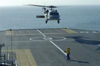 Un_helicoptere_americain_se_pose_su